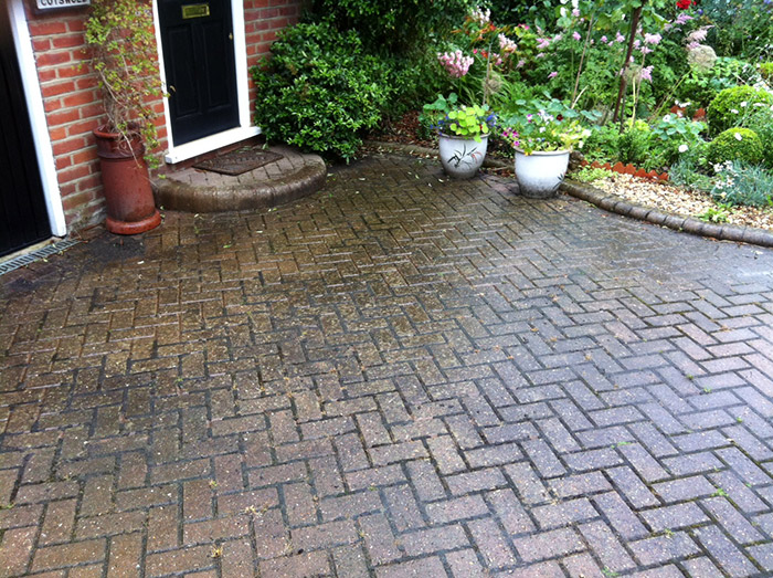 Wet n wild cleaning services jet washing for Best solution to clean concrete driveway